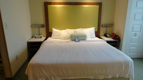 SpringHill Suites Syracuse Carrier Circle: king size bed