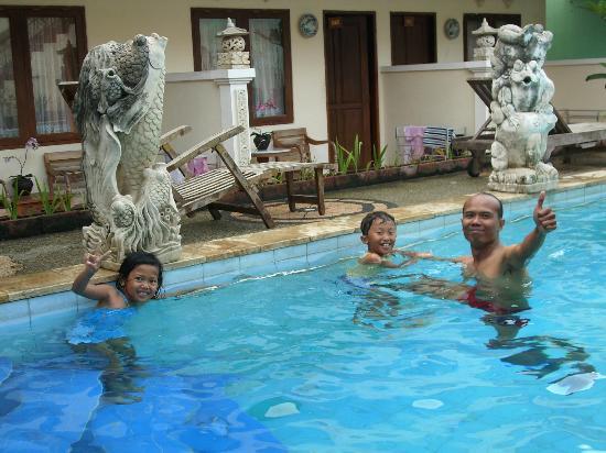 Hotel Miki: berenang setiba di bali yang panas