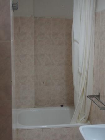 Apartamentos AR Monjardi: Le bain qui n'est pas plus grand que ça