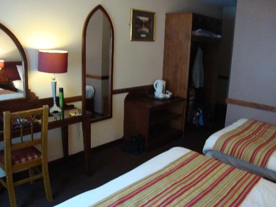 Killarney Court Hotel: our room