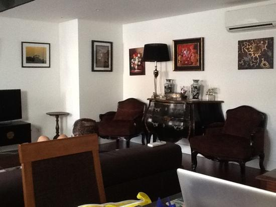 Lisbon Rentals Chiado: the other 3 BR lofted appartment in Chiado