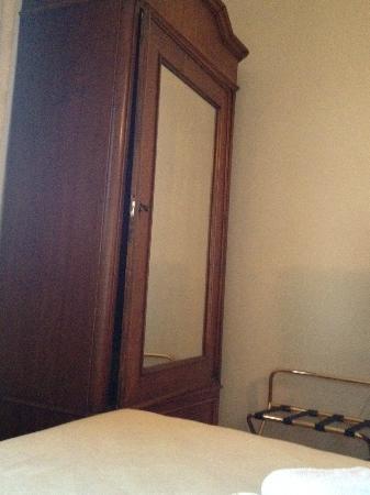 Hotel Portici Arezzo, Tuscany: L'armadio