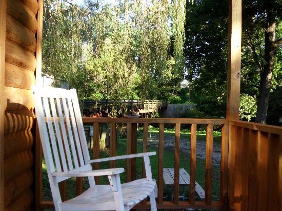 Mill Bridge Village & Campresort: We enjoyed the front porch