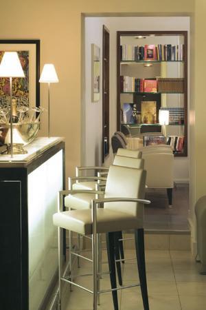 Select Hotel: Bar