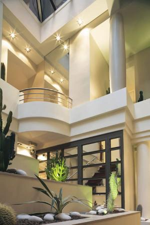 Select Hotel: Atrium