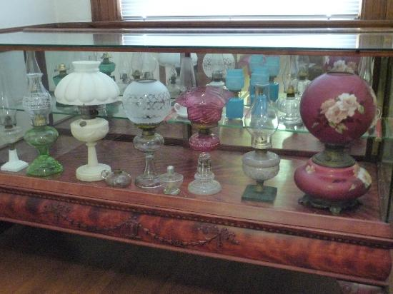 Brenham Heritage Museum: Antique Lamp Exhibit