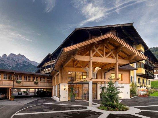Hotel Waidringer Hof - 1. Tiroler Glückshotel: Hoteleingang