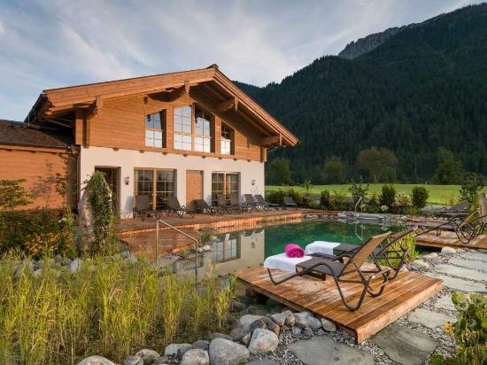 Hotel Waidringer Hof - 1. Tiroler Glückshotel: ruhe.alm mit Badeteich