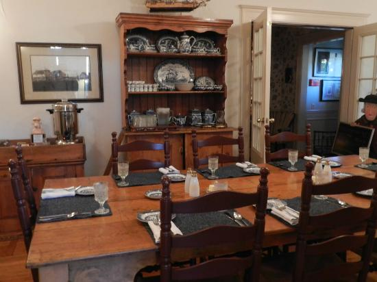 Southmoreland on the Plaza: Dining Room
