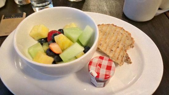 Gild Hall - A Thompson Hotel: Complimentary $15 breakfast