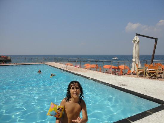 Hotel&Resort Le Axidie: la piscina di giorno