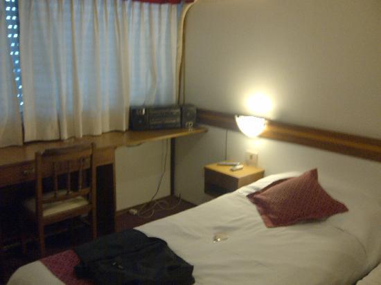 Continental Hotel Montevideo: VIEJA HABITACION CON GRABADOR DE LOS 80