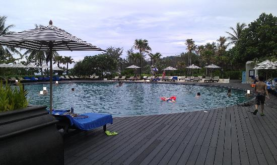Hilton Phuket Arcadia Resort & Spa: this is the pool closest to the beach