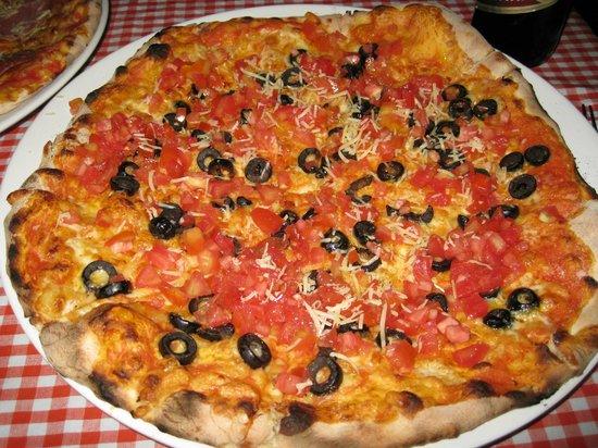 Pizzeria El Punto: Pizza con olive