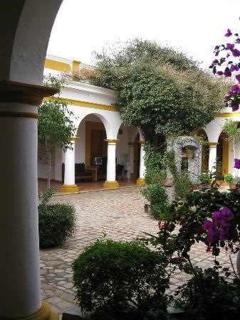 Hotel Casa Margarita: Cortile interno