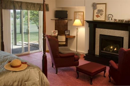 Canyon Road Inn Bed & Breakfast: Rail Road Suite