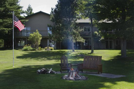 Canyon Road Inn Bed & Breakfast: Enjoy The Grounds