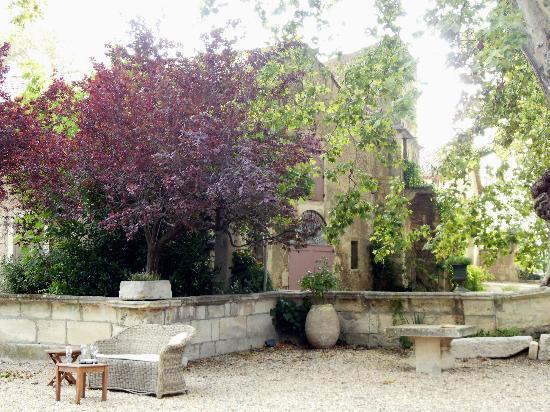 Chateau de Roussan: Beautiful gardens