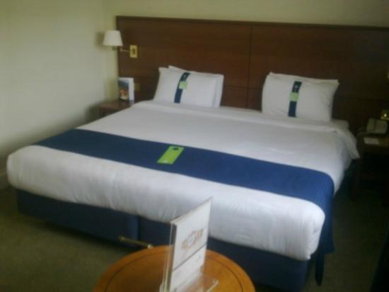 Holiday Inn London - Heathrow Ariel: 2 singles pushed together