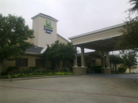 Holiday Inn Express Hotel & Suites Dallas/Stemmons Fwy(I-35 E): Front of the hotel