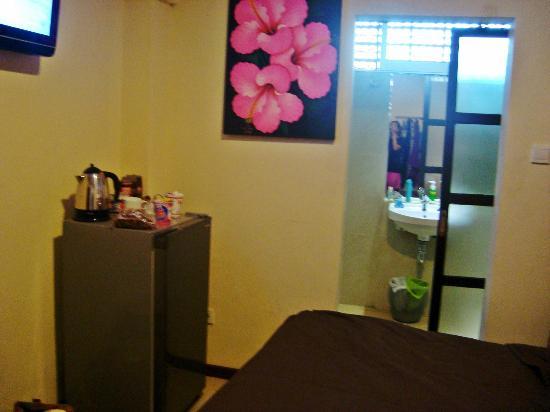 Bemo Corner Guest House: The refrigerator & Bathroom