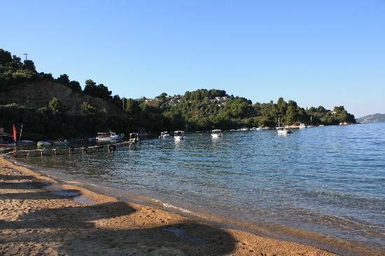 Kanapitsa Mare Hotel & Spa: beach near the hotel