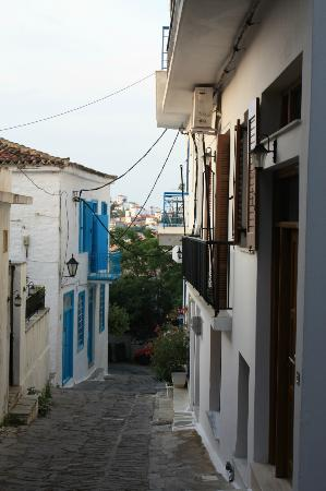 Kanapitsa Mare Hotel & Spa: streets in old Skiathos Town