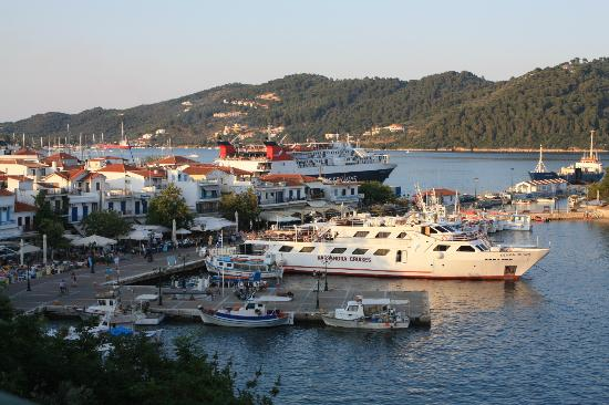 Kanapitsa Mare Hotel & Spa: harbour Skiathos Town - view from Selinas restaurant