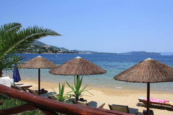 Kanapitsa Mare Hotel & Spa: Kanapitsa Taverna and beach