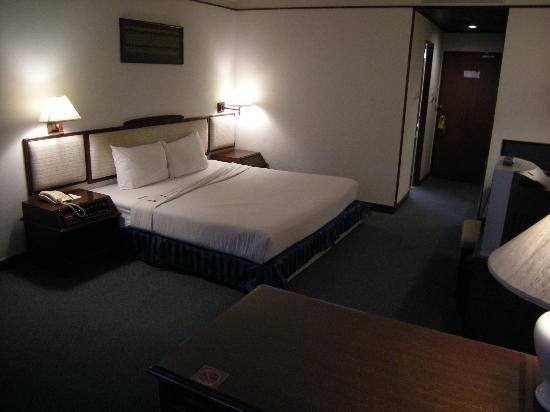 Mercure Chiang Mai: Très grand lit