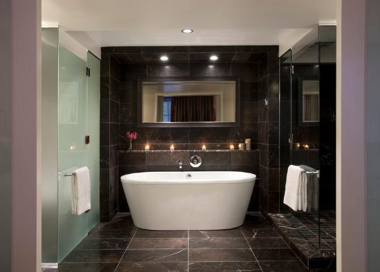 Rosewood Hotel Georgia: Deluxe Room Bath