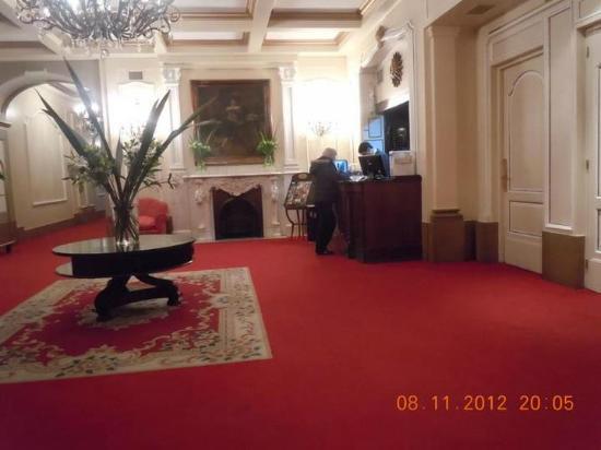 Carsson Hotel: Recepción