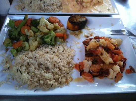 Casa Grande Mexican Restaurant: pescado a la parrilla. also very tasty but overcooked.