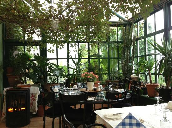 The Quay House: Breakfast in the conservatory