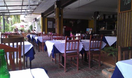 Three Crowns Restaurant & Grill: three crowns restaurant