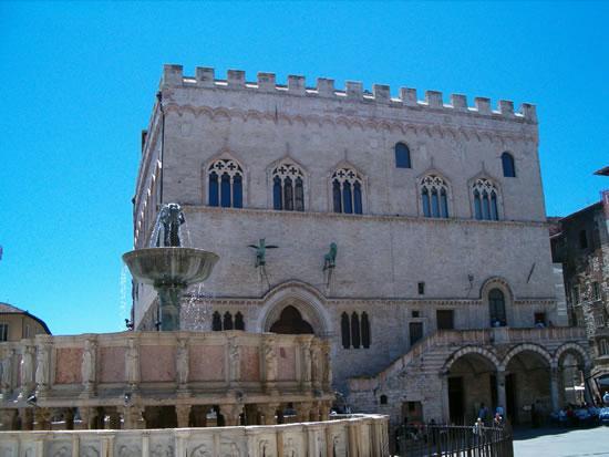Il Palazzetto: Perugia Piazza della Signoria