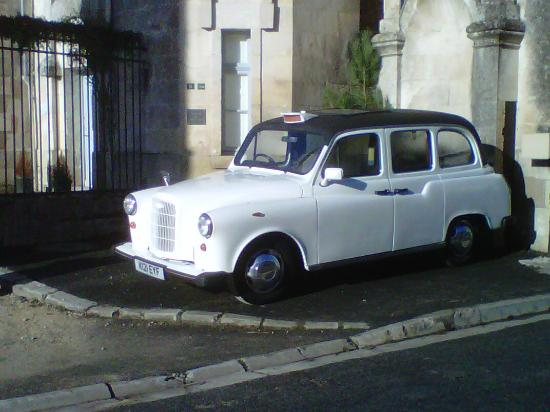 Chateau de La Celle Guenand: A real London taxi to the restaurant