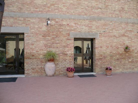 Hotel L'Abbeveratoio: ingresso/patio