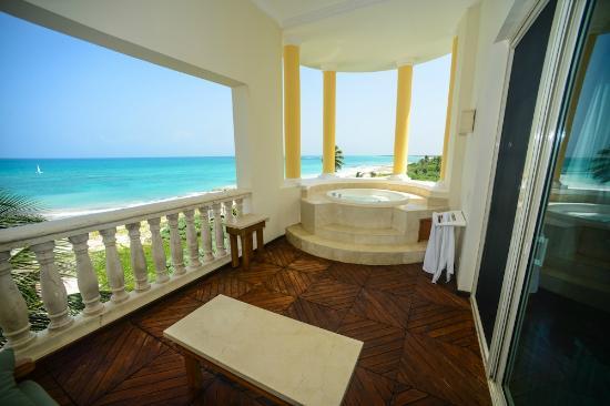 Iberostar Grand Hotel Paraiso : Amazing corner tub suite
