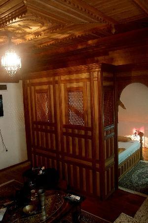 Bosnian National Monument Muslibegovic House Hotel: suite
