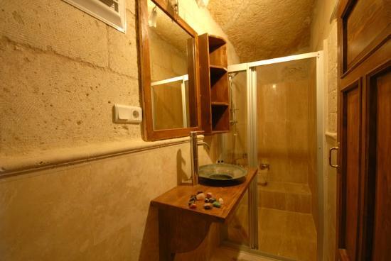 Arif Cave Hotel : Bathroom...