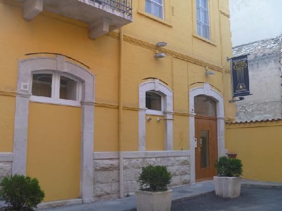 Olympo Affittacamere: Smart looking hotel near centre of town.
