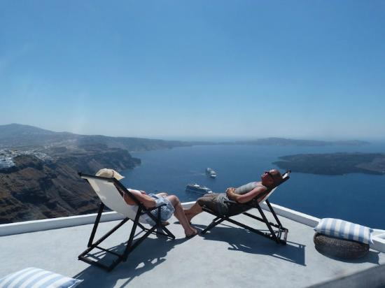 Santorini Kastelli Resort: On top of the world! Thanks to Antonis we had 3 days overlooking the stunning Caldera!