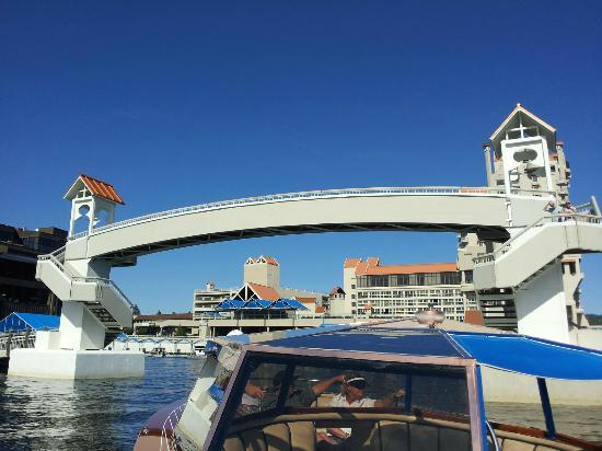 The Coeur d'Alene Resort: View from boat retunring to hotel from the pool