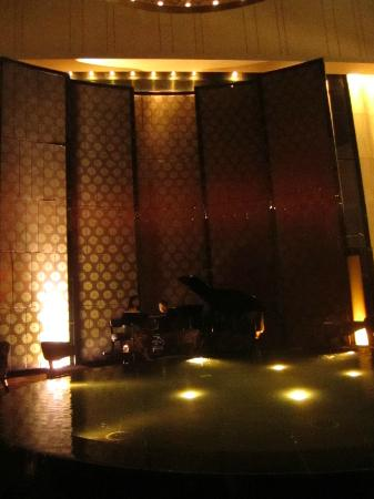 Mels Weldon Dongguan Humen: Live music at the lobby