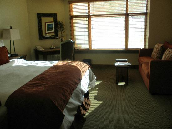 Sundial Lodge at Canyons Village: King bed in the