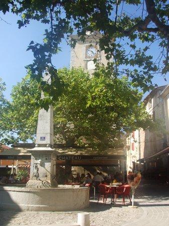 Hotel du Vieux Chateau : La piazza davanti all'hotel