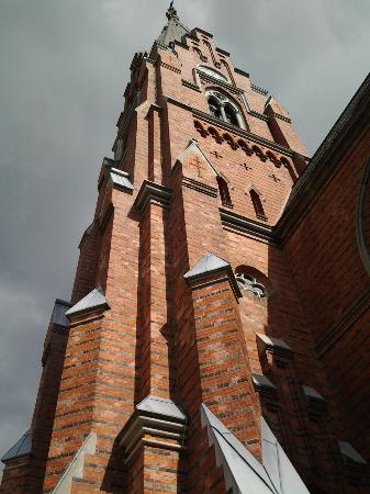 All Saints Church, Lund : Udenfor kirken