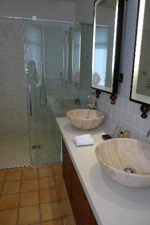 Hôtel Tiara Yaktsa Côte d'Azur : Bathroom