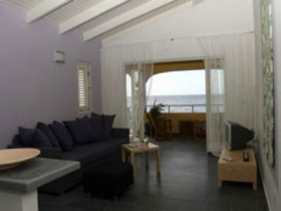 Atlantis Apartments: Livingroom/balcony